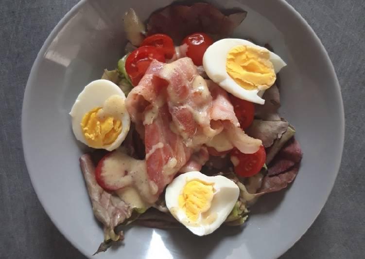 Salade aux lardons et œufs mi-cuits