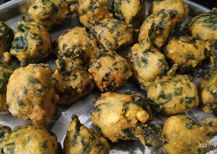 Steps to Make Perfect Arbi taro leaves fritters
