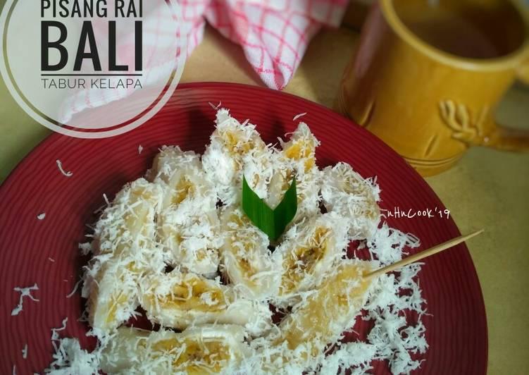 Pisang RAI Bali tabur kelapa parut