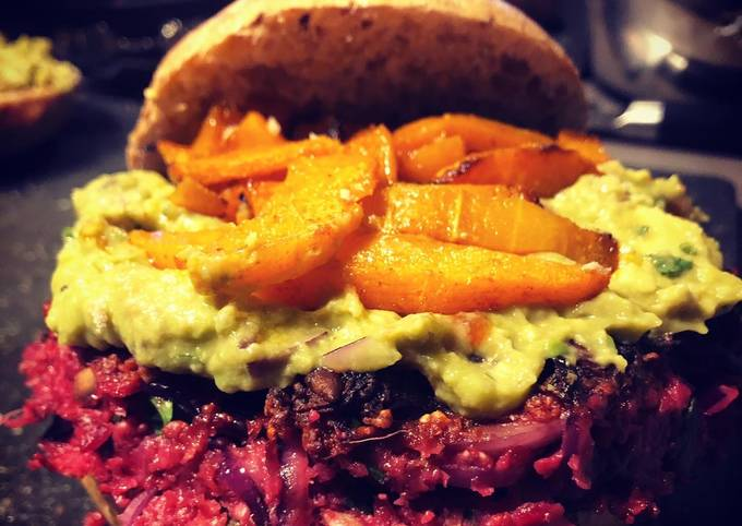 Burger de betterave / guacamole / frites de butternut