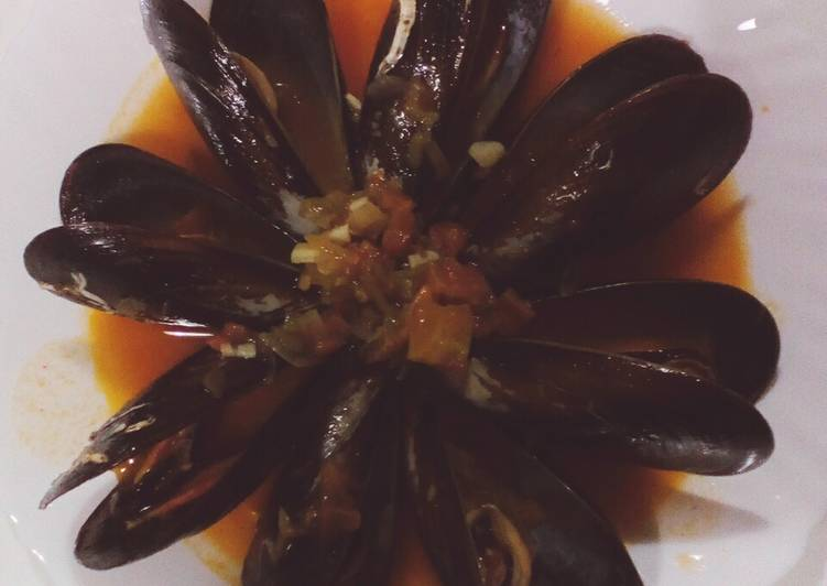 Mussels In Spicy Sauce
