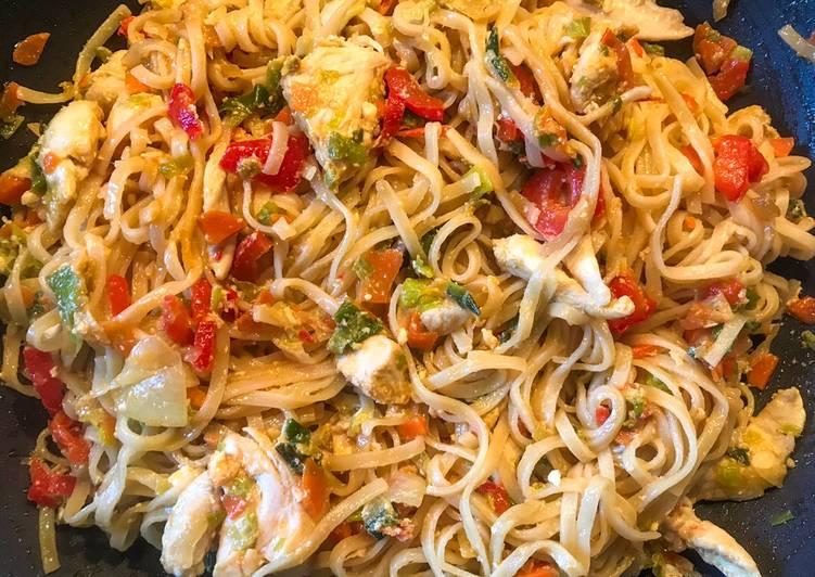 Wok au légumes, poulet et sauce aigre-douce