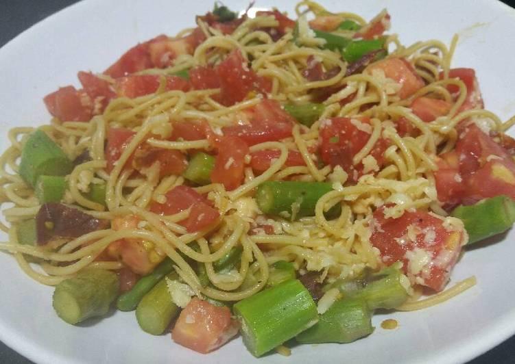 Recipe of Favorite Summer spaghetti with asparagus and crispy ham