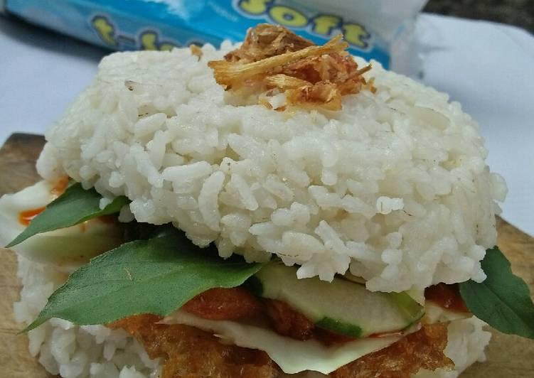Burger nasi ayam suwir sambal kemiri
