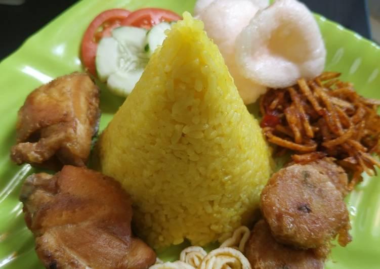 Cara Gampang Menyiapkan Nasi kuning magicom yang Bisa Manjain Lidah