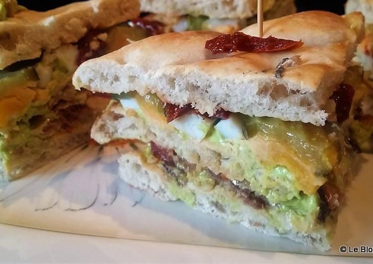 Club sandwich avocat, chèvre et sardines