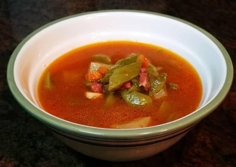 Sopa de judías verdes con jamón curado