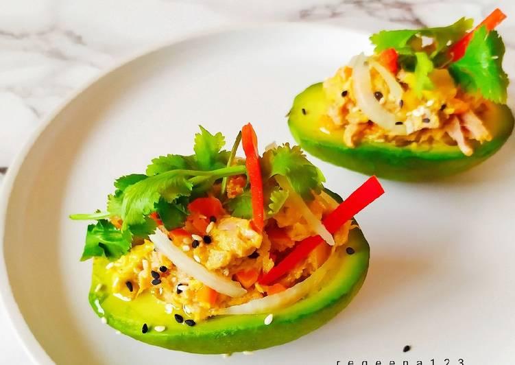 Avocado paprika tuna salad