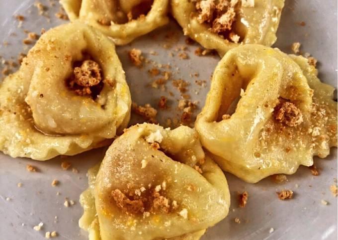 Tortelloni di zucca con burro e granella di amaretti