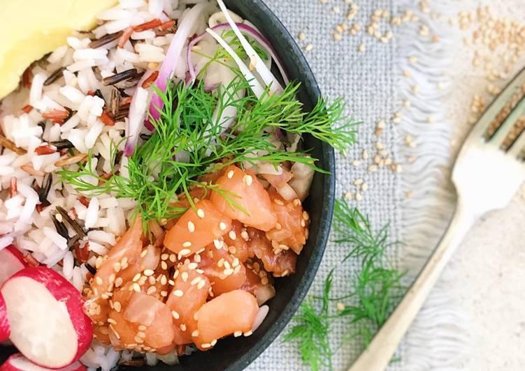 Poke de salmón y aguacate al vinagre de jerez