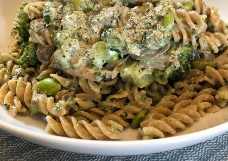 Creamy wild garlic, veg and mushroom pasta