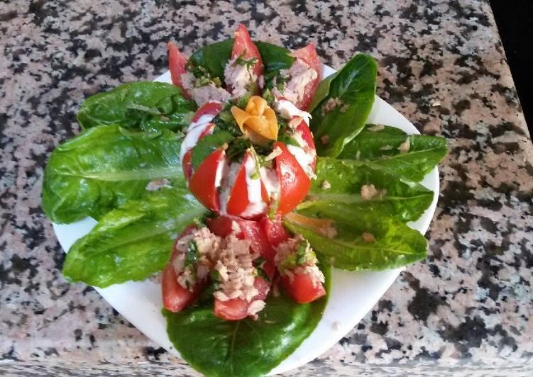 Salade de tomate au thon, carotte et laitue