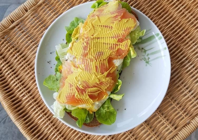 Sandwich Cá Hồi Xông Khói