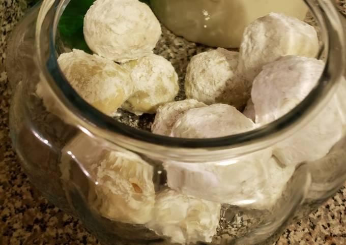 Butter pecan snowball cookies (Mexican wedding cookies)