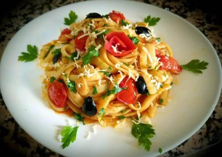 Comment Cuisiner Tagliatelles au sauce tomate et tomates cerises,olive noir
