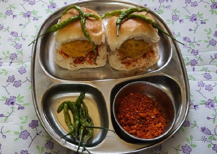 10 Minute Step-by-Step Guide to Prepare Quick Mumbai famous street side vada pav
