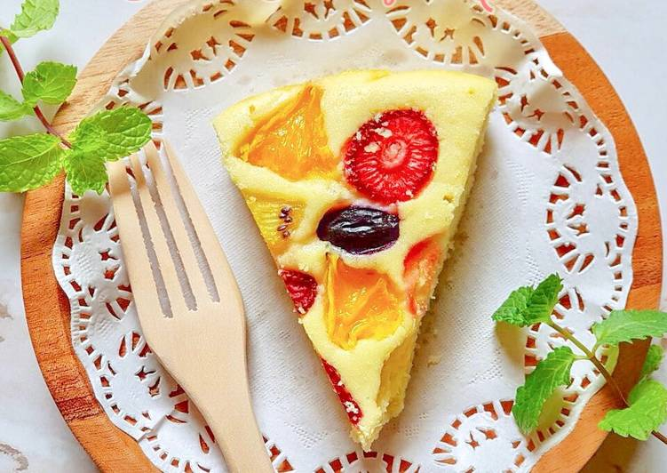 Fruits Pastry Cake with Creamy Vanilla Sauce