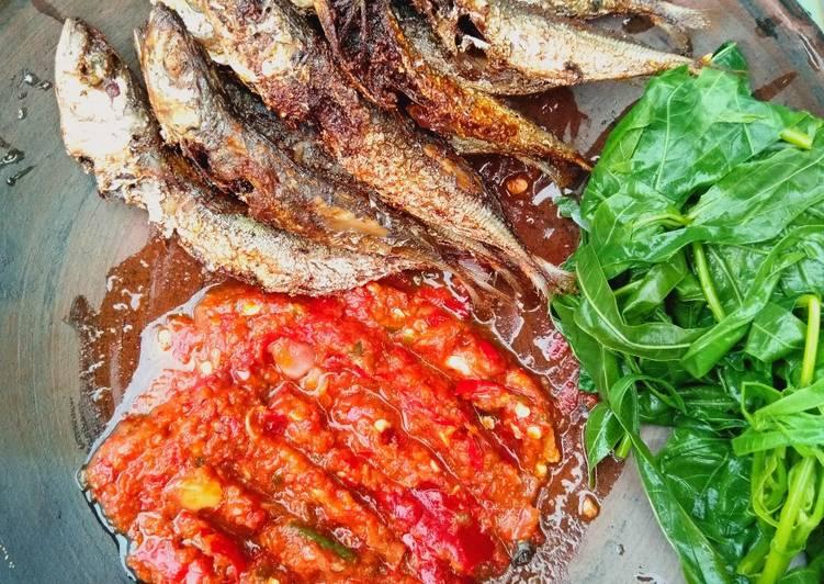 Ikan benggol sambal mantah lalap pucuk ubi🐟🌿