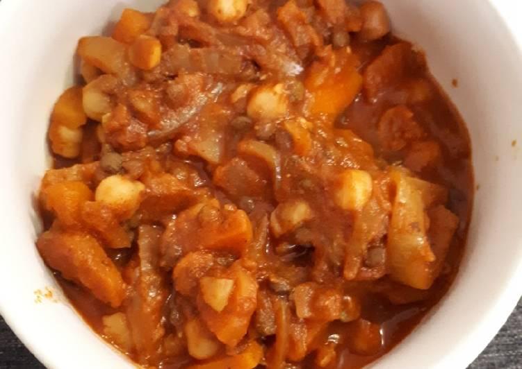 Soupe à la tomate, pois chiche, lentilles et épices