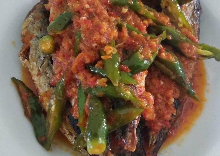 Ikan goreng Balado cabe ijo