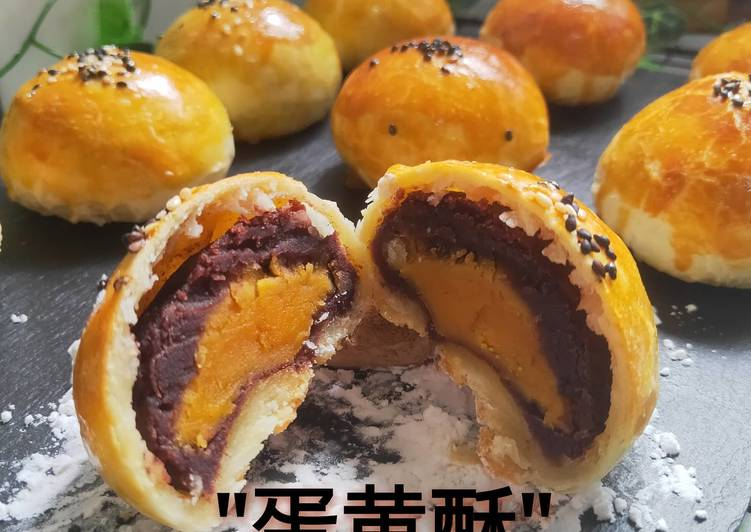 """""""dan huangshu"""" mooncake"""