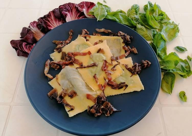 Ricetta Raviolo aperto radicchio e basilico con speck e radicchio