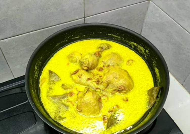 Ayam opor kuning