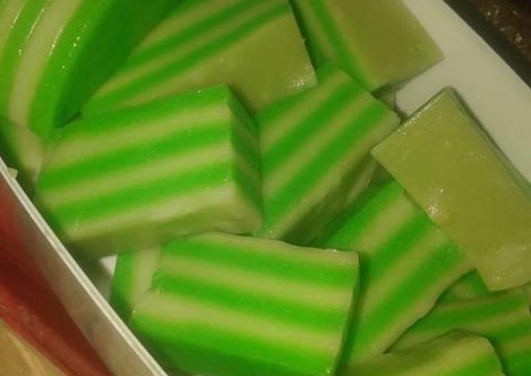 kue lapis tepung terigu rasa pandan foto resep utama CaraBiasa.com