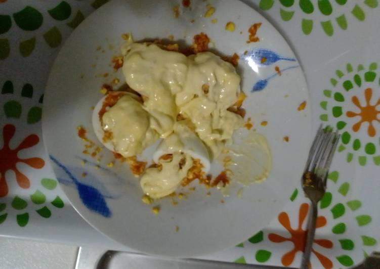 Huevos rellenos de...Farinato, con cubierta de mahonesa