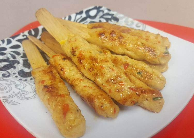 Sate ayam lilit khas bali juicy