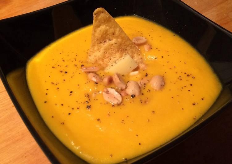 Soupe de carottes, patates douces & cacahuètes