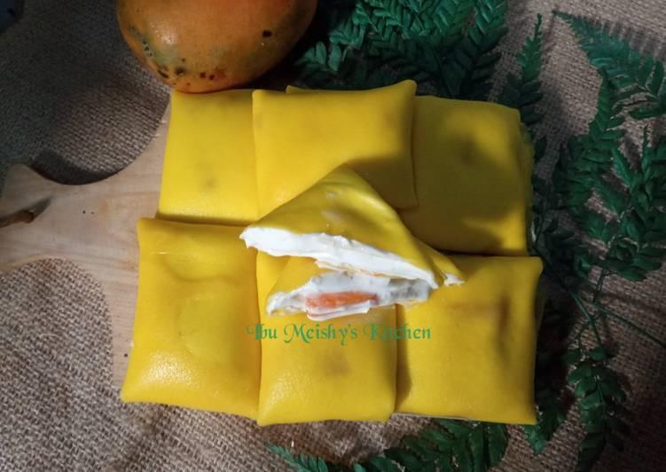 mango-pancake-with-homemade-whipcream