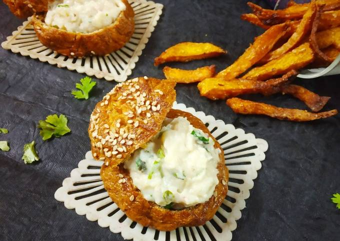 Baked buns filled aloo dip with pumpkin French fries