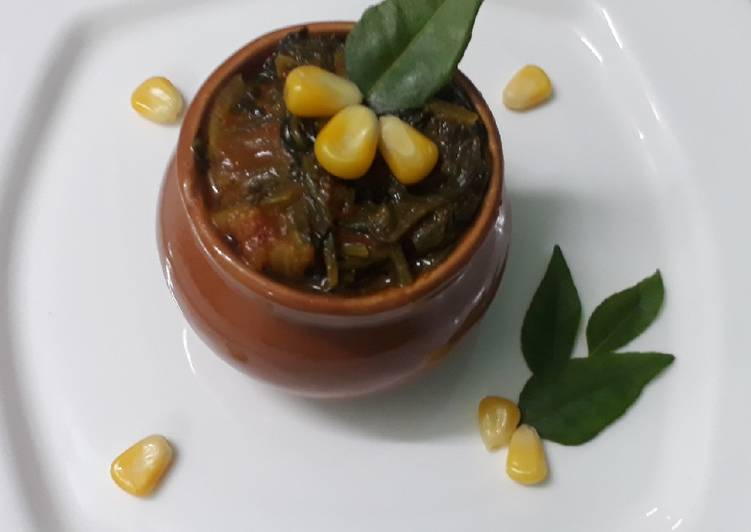 Corn and spinach curry