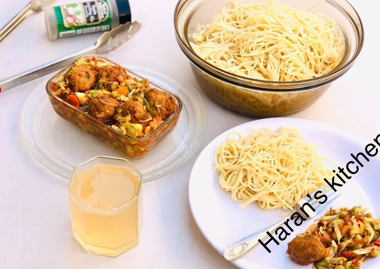Spaghetti with veggies meatballs soup