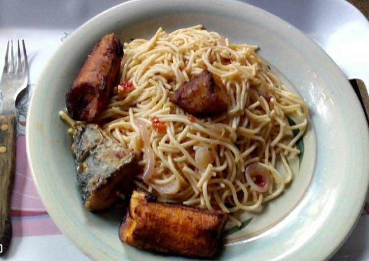 Recipe of Homemade Onion Rings Stir Fried Spaghetti and Fried Plantain