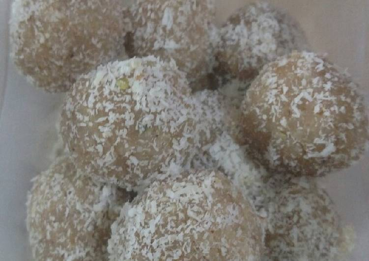 Recipe of Perfect Bread crumbs laddo