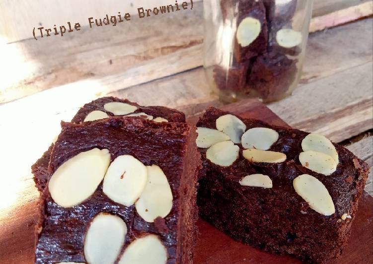 Classic Brownie adopsi dr (Triple Fudgie Brownie)