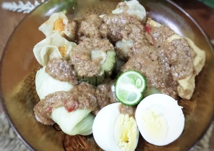 Siomay Ikan Tenggiri Bumbu Kacang - cookandrecipe.com