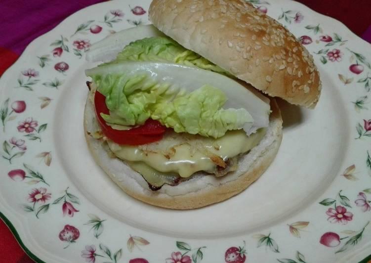 Hamburguesa de berenjena con patatas, todo en uno. Vegetariana