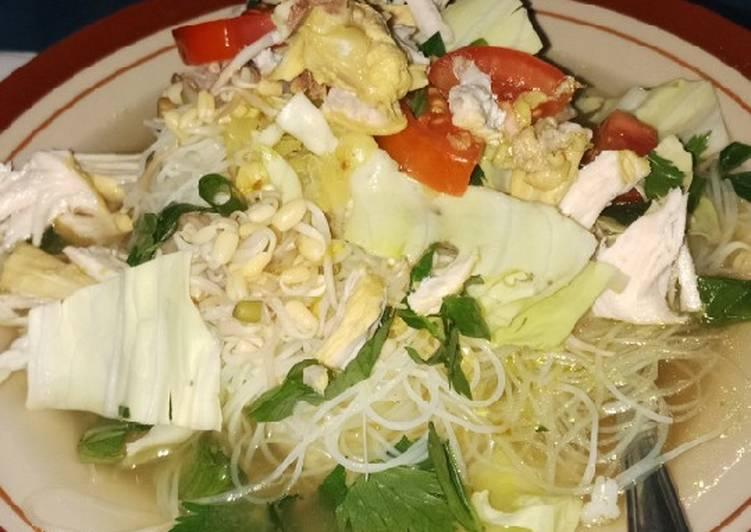 1st : Soto Ayam Bamboe