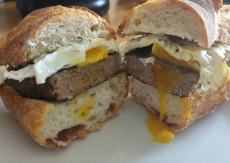 How to Prepare Speedy Breakfast Steak n' Eggs Sandwich