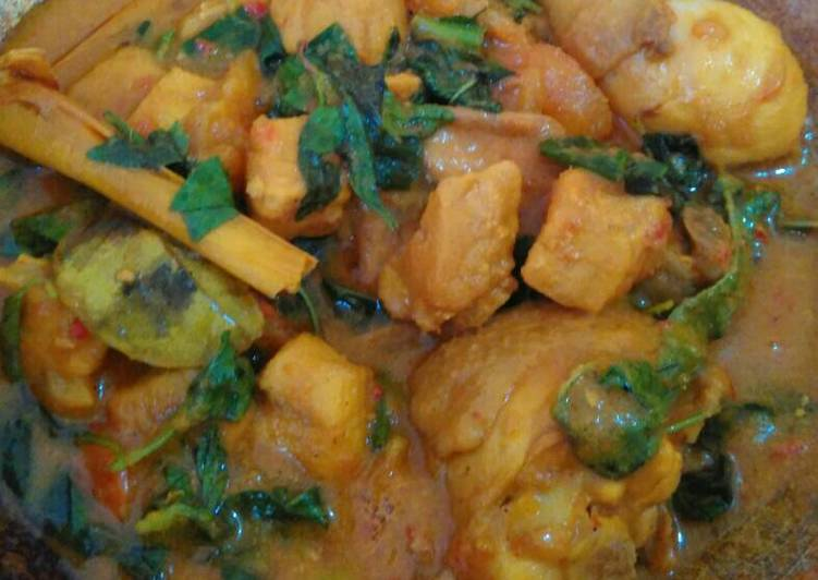 Woku Ayam dan Ikan Marlin