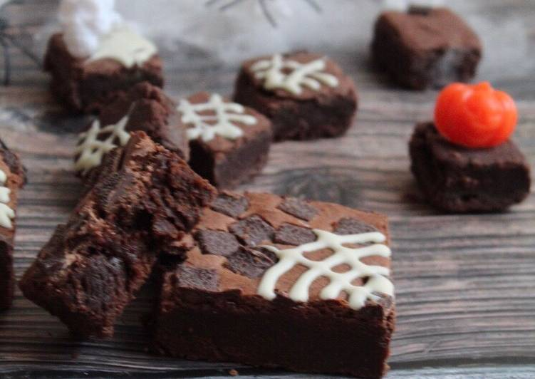 Going Green for Greater Health By Dining Superfoods SPOOKtacular easiest brownie #halloween