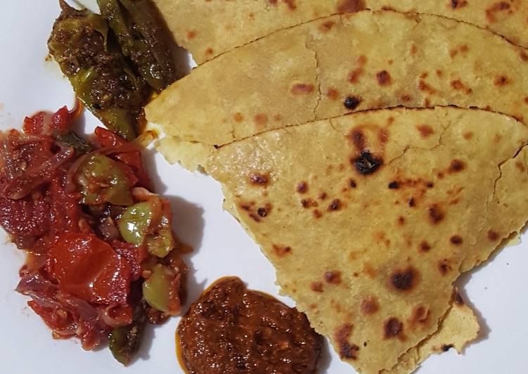 Recipe of Speedy Besan ki Roti.Piyaz Tamatar Hari Mirch Chutney