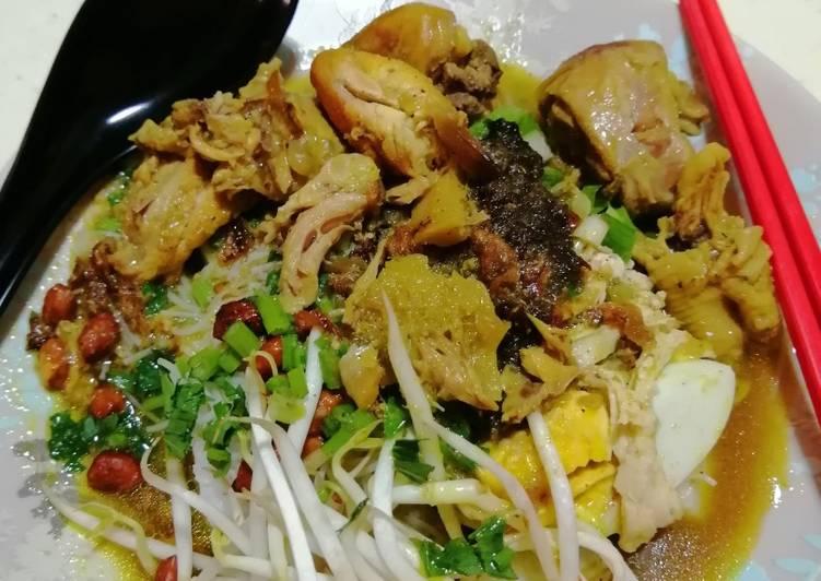 Soto ayam khas Indonesia