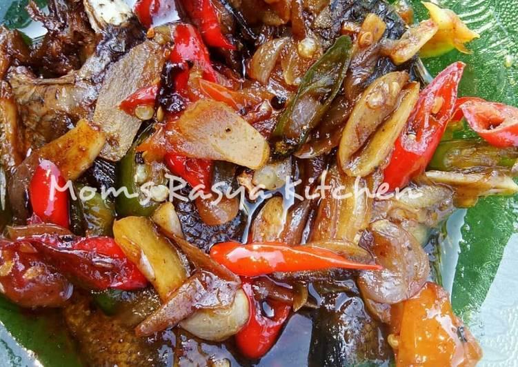 Iwak wadi papuyu masak asam khas Banjar