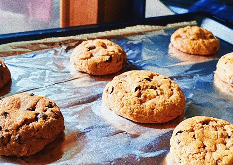 Oatmeal Choco Chip Cookies (No Mixer, Crispy Outside, Gooey Inside)