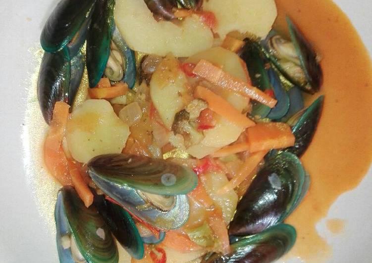 Mussels in potato stew
