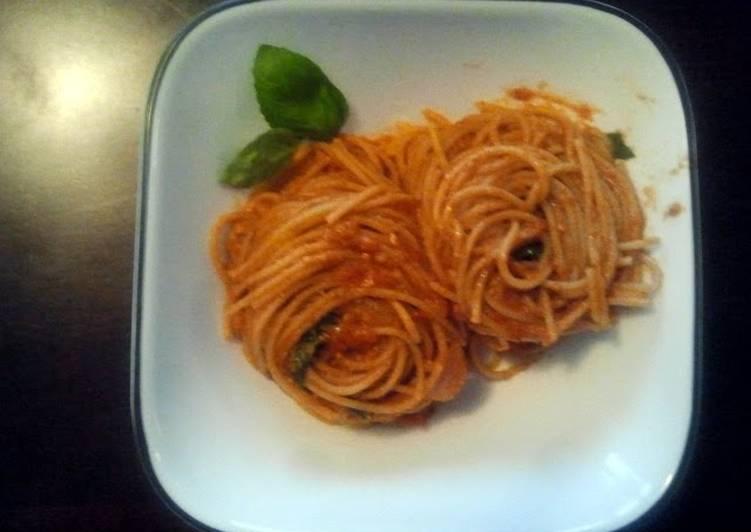 Tomato, basil, pesto nests